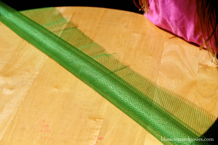 Roll netting lengthwise - Blossoms and Posies