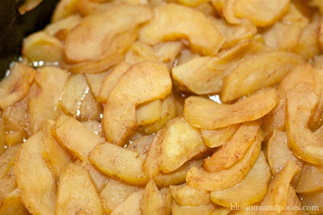 cooked apples in crcokpot - blossomsandposies.com