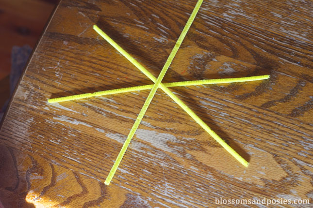asterisk of 3 pipe cleaners - blossomsandposies.com