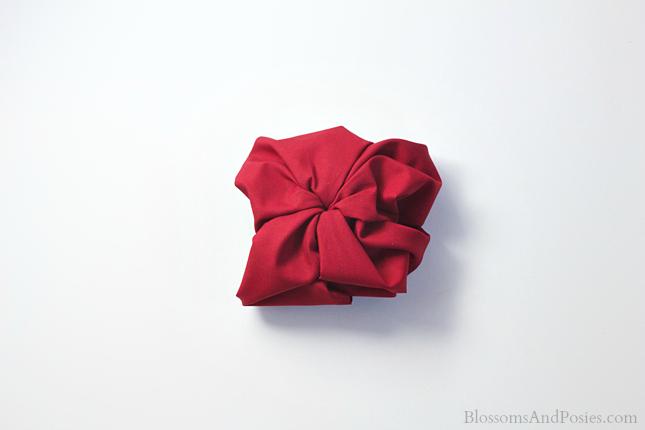 Apple Napkin Fold Blossomsandposies Com